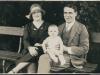 Die Eltern Julia und Eduard Rubinstein mit ihrer Tochter Ilse in Linz. Quelle: Ilse Mass (privat).