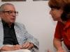 Martina Führer 2006 in Jerusalem im Moses Elternhaus im Gespräch mit einem der ehemaligen Israelischen Botschafter in Österreich. Foto: Gerhard Führer (privat).
