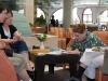 Ruth Nowotny, Martina Führer, Gertraud Hoheneder gemeinsam mit Ilse Mass 2010 bei der Recherche für das Kinderbuch in der Seniorenresidenz in Jerusalem. Foto: Gerhard Führer (privat).